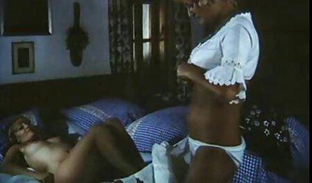 Deux papas excités potno africaine échangeant leurs filles