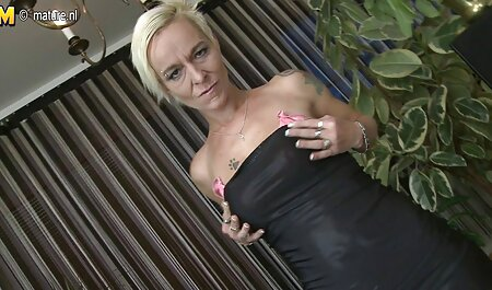 Brunette au bord film porno africain complet de la piscine se fait baiser et jouir sur les seins
