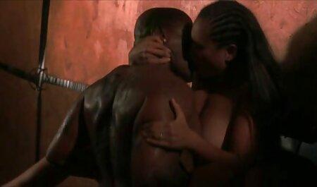 Alice et Preeti s'amusent. vidéos pornographique africain