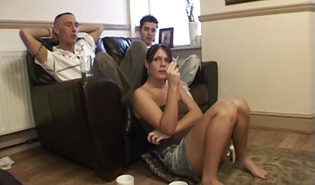 La poilue Riley Nixon chevauche une film porno africain français énorme bite