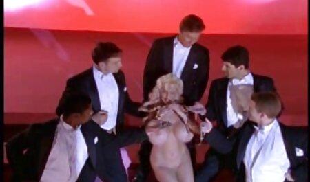 Une blonde baise un porno africain danse mec pour se rembourser en trompant son copain