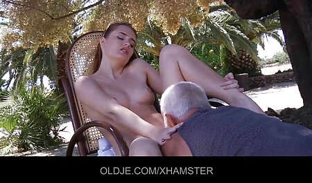 Fille blanche sexy s'ouvre pour une grosse bite noire film film porno africain