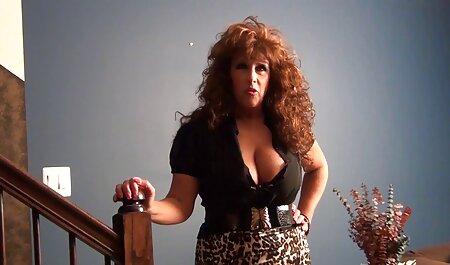 Ma MILF exposée MILF sexy en porno africain danse bas et chatte lingerie